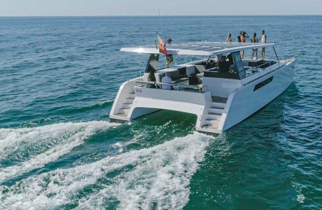 catamarán eléctrico