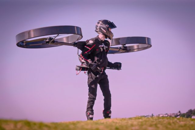 hombre volador eléctrico