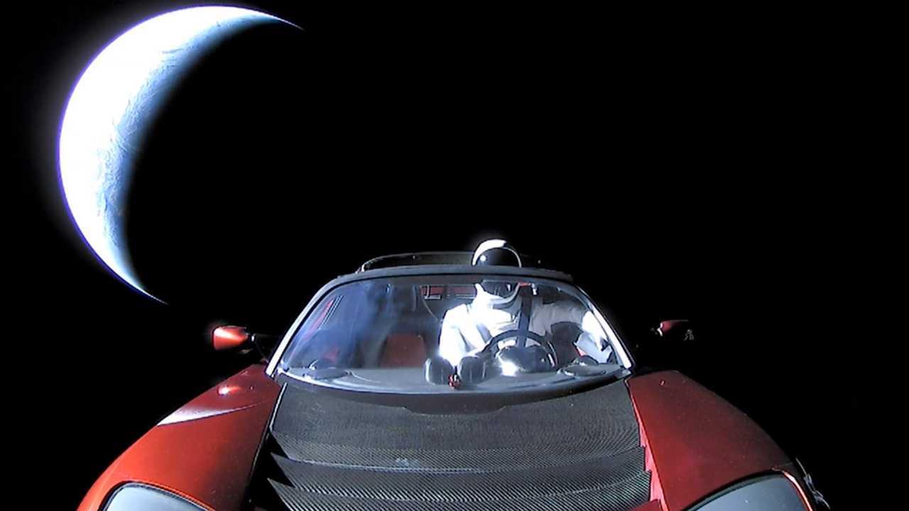 Un Tesla Roadster en el espacio