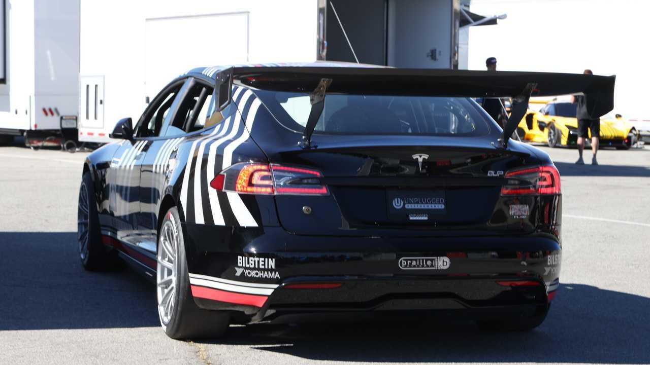 Tesla Model S Plaid modificado por Unplugged Performance
